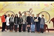 適逢鍾景輝八十歲壽辰,大會特意準備壽桃,邀請眾嘉賓一同送上祝福。