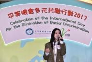 Hana菊梓喬獻唱之餘又和觀眾大玩問答遊戲,讓大眾了解港台和平機會在宣揚種族平等共融訊息的工作。