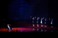 一舖清唱以清新及層次豐富的表演方式,演繹無伴奏合唱劇《大殉情》選段──《屈清屈楚》。