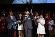 大会今年特设推荐奖「终身成就奖」,颁予戏剧大师钟景辉博士;大会更特意请来68位就读小学至大专的戏剧学生担任颁奖嘉宾,以表扬King Sir在推动香港戏剧教育及发展的重大贡献。