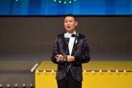 王耀祖凭《独坐婚姻介绍所》首次夺得「最佳男主角(喜剧/闹剧)」,领奖时喜极而泣。