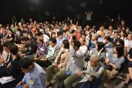 現場觀眾踴躍提問及發言,各人都把握難得機會,跟特首直接對話。
