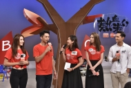 森美(左二)分享影响他一生的捐血故事,而三位「港台热血之星」郑俊弘(右一)、连诗雅(右二)、戴祖仪(左一)则接受主持崔洁彤(中)的考问,回答捐血相关的冷知识。