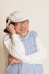 Uncle Ray 纵横香港广播界逾70载,多年来透过主持电台节目,以音乐慰藉人心。